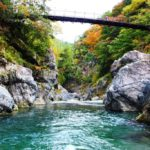 おすすめ スポット 【鳩ノ巣渓谷】 川遊びに紅葉に 奥多摩で自然浴 アクセス方法など